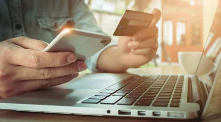 El uso de dinero y canales electrónicos se consolidó en agosto al crecer un 20% real interanual