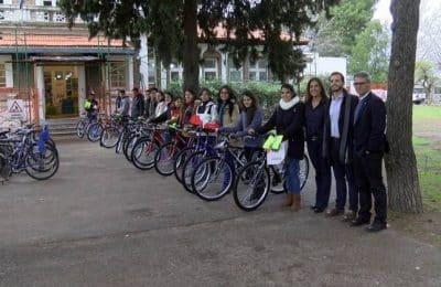 """Alumnos de la UNS recibieron la """"Beca Bicicleta""""."""