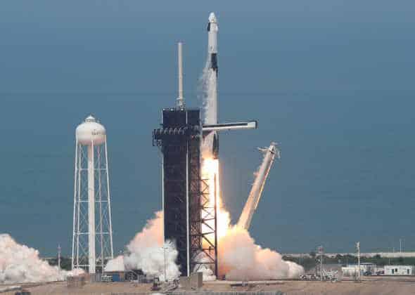 Despegó el primer vuelo tripulado de SpaceX y se abre una nueva era espacial