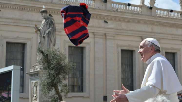 Coronavirus: el papa Francisco subastará regalos de deportistas para colaborar con hospitales