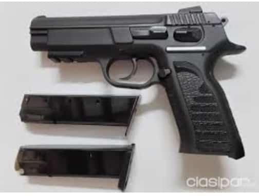 Aprehendido por llevar una pistola Glock en su auto