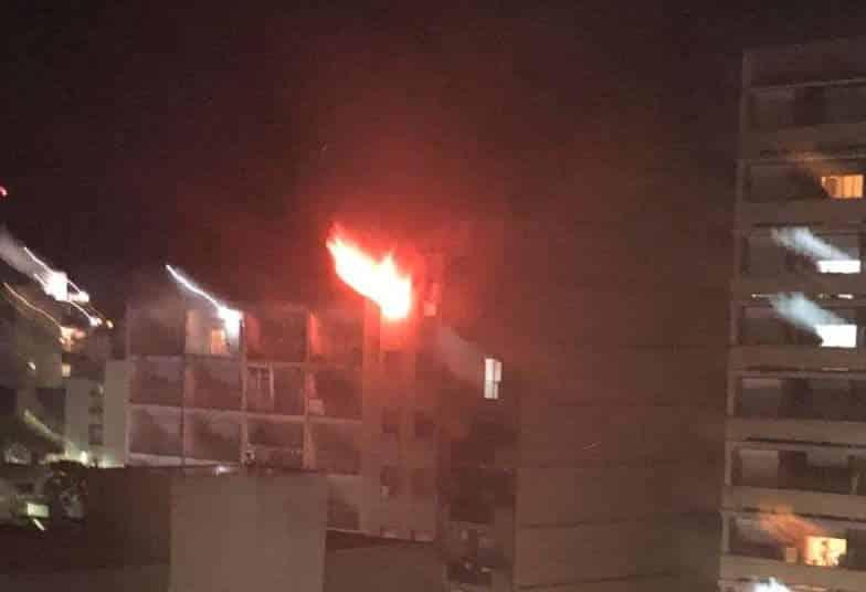 Se prendió fuego un departamento de un décimo piso