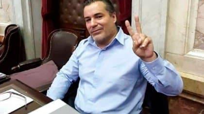 """Tras el escándalo, el diputado Juan Emilio Ameri explicó: """"Le di un beso en la teta, no pasó nada"""""""