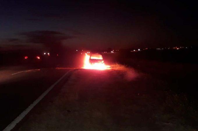 Desgracia: compró un auto y tres horas después se le prendió fuego