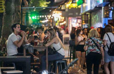 Provincia: evalúan extender el horario de cierre para bares y restaurantes