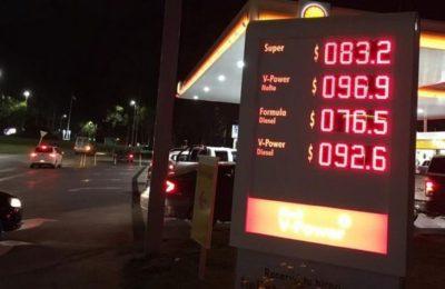 Las estaciones de servicio bahienses preparan la cartelería para cuando la nafta supere los $100