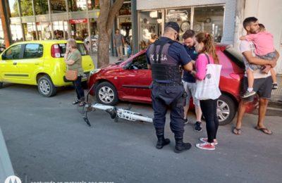 Ciclista herida: le abrieron la puerta de un auto, la chocó y terminó en el hospital