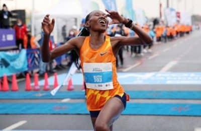 Nuevo récord mundial femenino en 21K: Ruth Chepngetich completó el recorrido en 1 hora, 4 minutos y 2 segundos