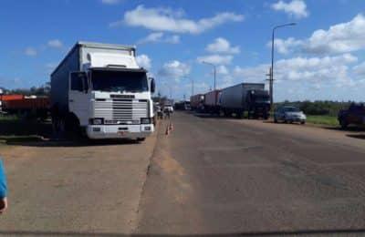 Camioneros bloquea Paso de los Libres y pide flexibilidad en los testeos para ingresar a la Argentina