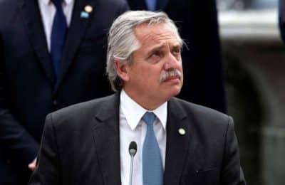 Alberto Fernández anunció un bono de $15.000 para la AUH y a monotributistas de las categorías más bajas
