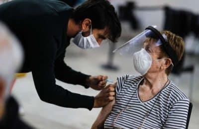 Sin turno previo: habilitan segundas dosis vacunas covid para los mayores de 60 años