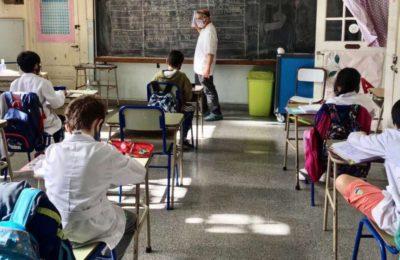 El Gobierno analiza extender el ciclo lectivo para los que terminan primaria y secundaria