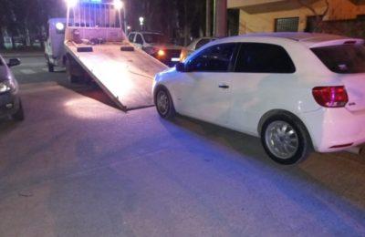 Abandonó su auto e intentó escapar para evitar un control policial