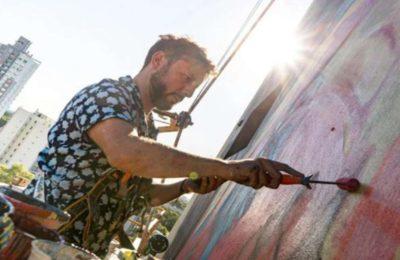 """De Fuerte Apache a Moscú: la historia de Martín, el muralista de altura que comienza sus obras pintando un """"hola, mamá"""""""