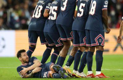 La imagen de Messi que se hizo viral: Se tiró para el «gusanito» y hasta el árbitro lo retó al verlo