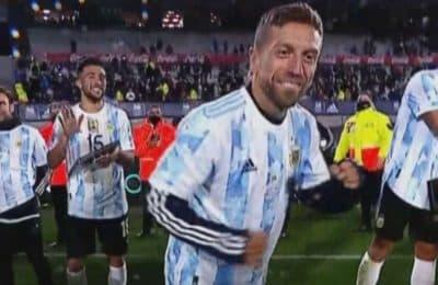 Papu Gómez se puso a bailar en el Monumental e hizo estallar de risa a sus compañeros