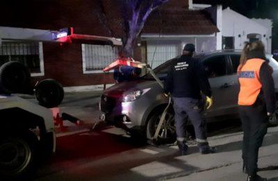 Se atrincheró 5 horas en su auto para evitar que le secuestren el vehículo tras dar positivo en el test de alcoholemia