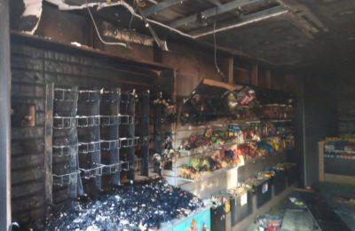 Pérdidas totales durante un incendio que afectó un kiosco «Click» en el microcentro