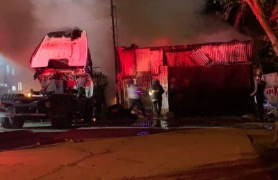 Tres Arroyos: quemaron dos camiones, en uno de ellos una persona estaba durmiendo